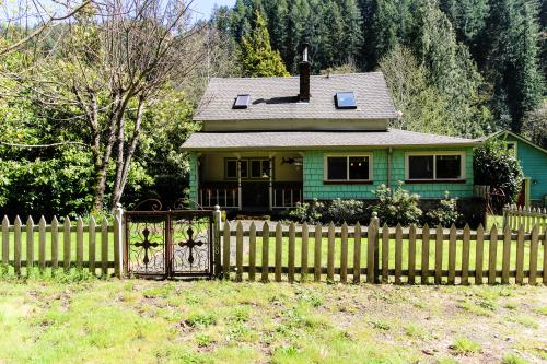 The Stage House - Mapleton, OR Vacation Rental