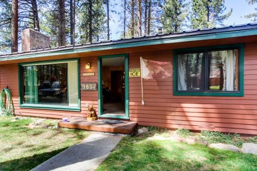 Spruce Grove Bear's Den Cabin -  Vacation Rental - Photo 1