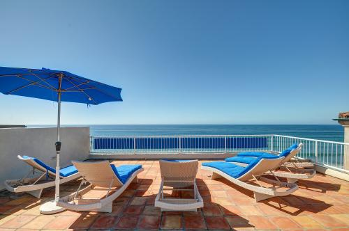 Luxury Oceanfront with Private Beach Access and Hot Tub - Encinitas, CA Vacation Rental
