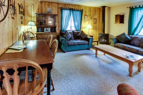 Spruce Grove Pioneer Cabin Condo - South Lake Tahoe Vacation Rental