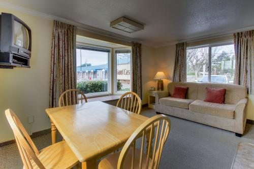 Sandcastle: Sand Dollar Suite (#601) - Cannon Beach Vacation Rental