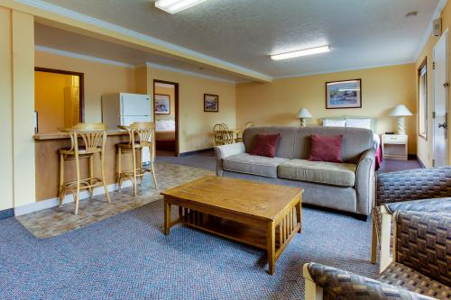 Sunset: Sunbeam Suite (#155) - Cannon Beach Vacation Rental
