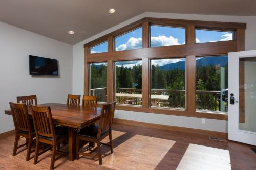 Gateway Chalet -  Vacation Rental - Photo 1
