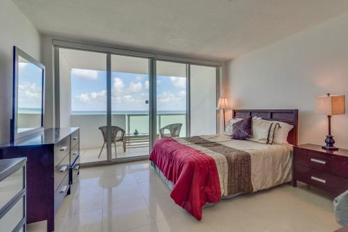 Castle Beach: Aqua Condo - Miami Beach, FL Vacation Rental