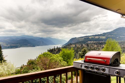 Columbia River Bluff Home - White Salmon, WA Vacation Rental
