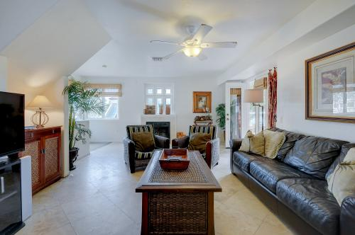 The Big Kahuna -  Vacation Rental - Photo 1