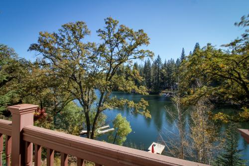 Lakefront Living (01/292) - Groveland, CA Vacation Rental