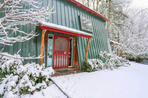 Red Stone Cabin - Welches, OR Vacation Rental