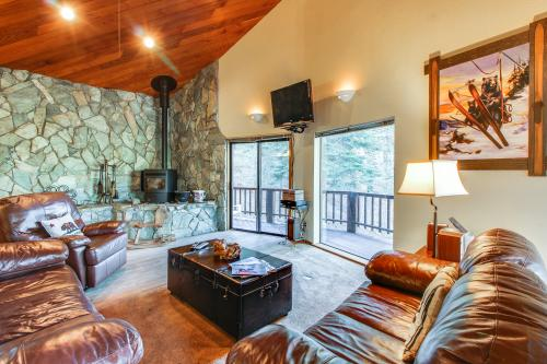 Conifer Tee & Ski -  Vacation Rental - Photo 1