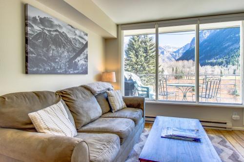 Mountain Meadow Retreat -  Vacation Rental - Photo 1