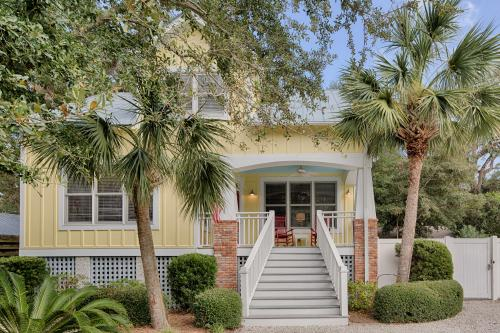 Live Oak Cottage - St. Simons Island, GA Vacation Rental