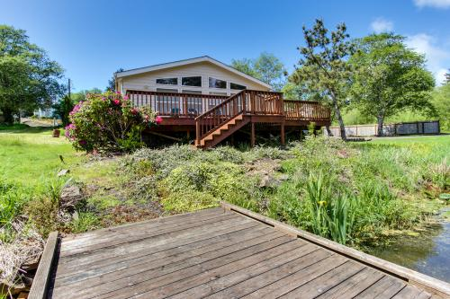 Lake Front Beach House - Lincoln City Vacation Rental