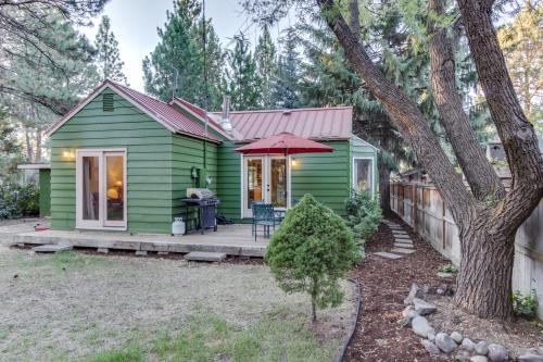 Sisters Downtown 1930s Cottage with Extra Studio -  Vacation Rental - Photo 1