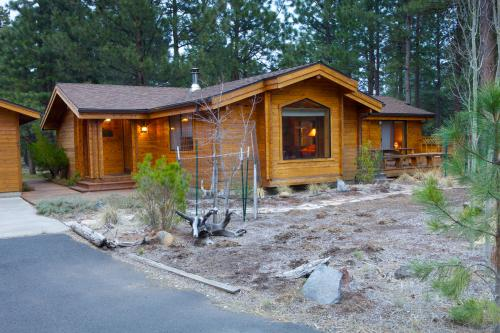 Sisters Tollgate Cabin with Hot Tub & WiFi - Sisters Vacation Rental