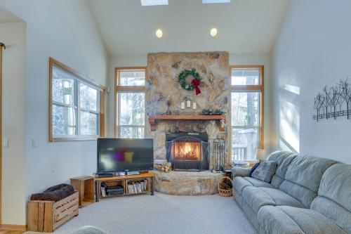 Clark's Mountain Condo - Welches, OR Vacation Rental