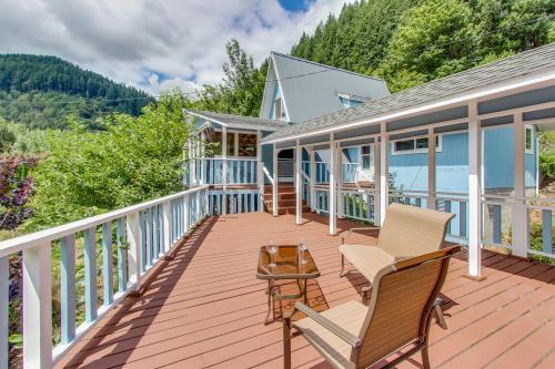 Umpqua Riverfront Contemporary Home  -  Vacation Rental - Photo 1