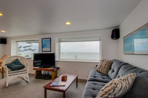 Hale Kaalawai - Oceanside, OR Vacation Rental