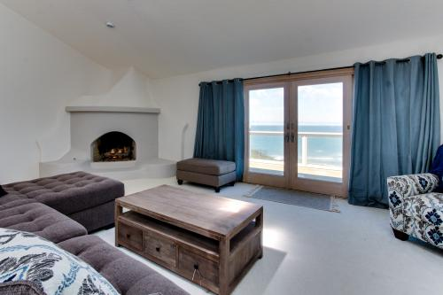 Newport Oceanfront Estate with Hot Tub - Newport, OR Vacation Rental
