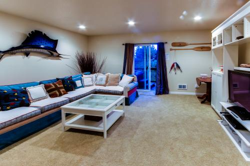 Hillsdale Beach House - Oceanside Vacation Rental