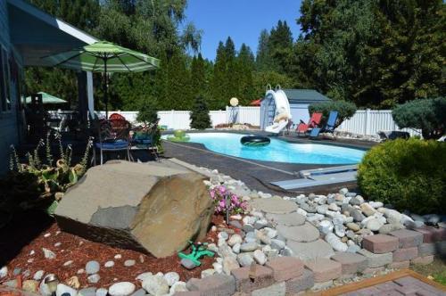 All Seasons Getaway  -  Vacation Rental - Photo 1
