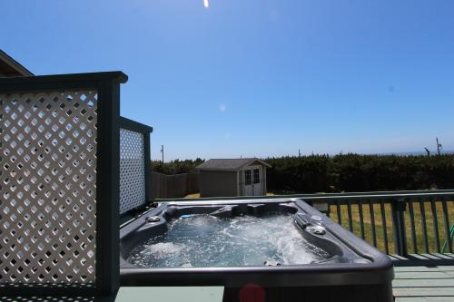 The Surf Cottage with Hot Tub - Waldport Vacation Rental