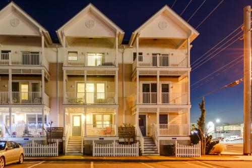 Beach Block Townhouse - Ocean City, MD Vacation Rental