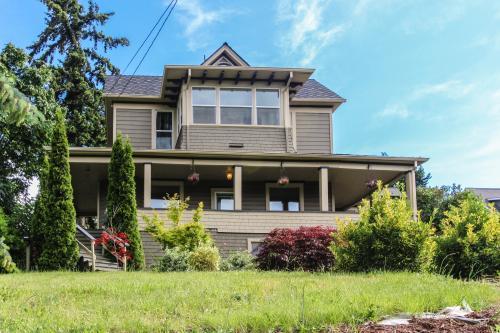 Historic Oak Street Home - Hood River Vacation Rental