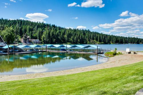 Kidd Island, Coeur d'Alene Lake Cabin With Hot Tub - Coeur d'Alene Vacation Rental