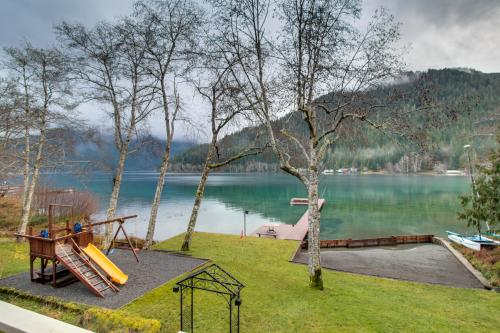 Lake Crescent Private Beach Splendor -  Vacation Rental - Photo 1