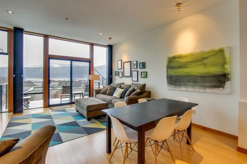 Riverview Loft - Hood River, OR Vacation Rental