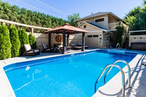 Manson's Bahama Pool House -  Vacation Rental - Photo 1