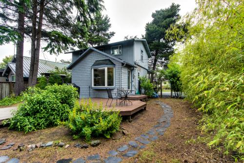 Van Buren's Cottage - Cannon Beach Vacation Rental