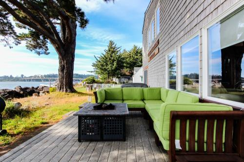 The Red Door - Waldport, OR Vacation Rental