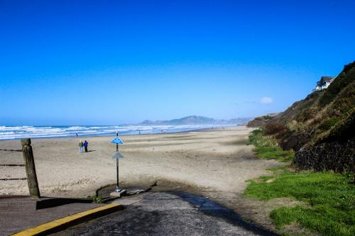 Beach Retreat -- Lower Retreat - Newport, OR Vacation Rental