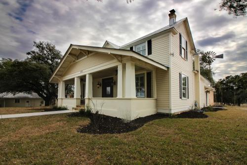 Live Oak Street Retreat -  Vacation Rental - Photo 1