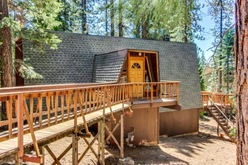 Canterbury Kings Beach Treehouse - Kings Beach, CA Vacation Rental