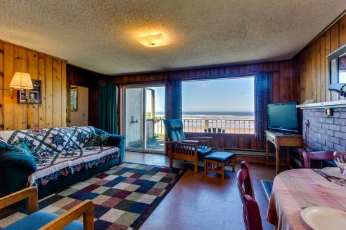 Cape Cod Cottages - Unit 3 - Waldport, OR Vacation Rental