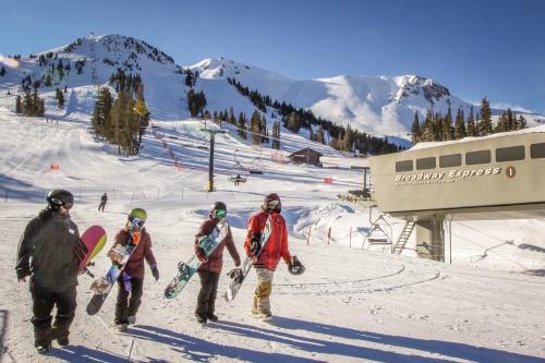 Mammoth Ski & Racquet 123 -  Vacation Rental - Photo 1