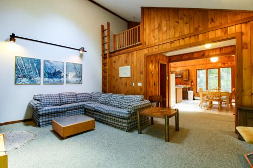 Ahmeek Chalet #4 - West Dover, VT Vacation Rental