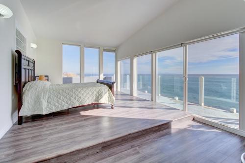Oceanfront Escape on PCH - Malibu, CA Vacation Rental