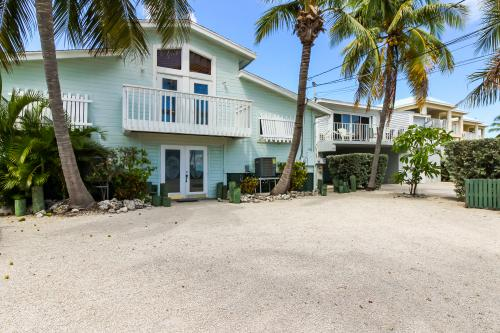 Bright as Beach Sand & Twin Palms -  Vacation Rental - Photo 1