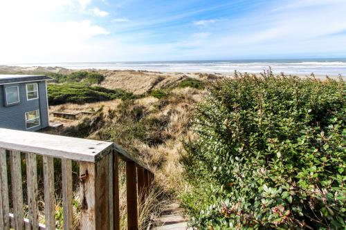 Rascals Oceanfront Retreat - Florence, OR Vacation Rental