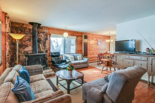 Tahoma Getaway -  Vacation Rental - Photo 1