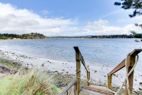Harbor House - Waldport, OR Vacation Rental