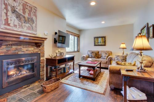 Mammoth Ski & Racquet 33 -  Vacation Rental - Photo 1