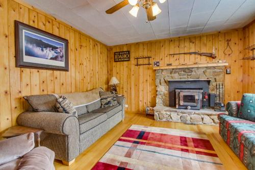 The Buckhorn Cabin -  Vacation Rental - Photo 1