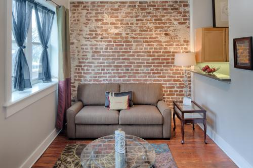 Bay St. Lofts Pearl - Savannah, GA Vacation Rental