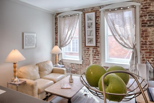 Bay St. Lofts Oyster - Savannah, GA Vacation Rental