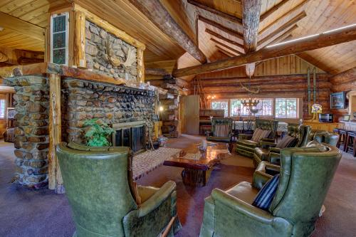 PineKnott Rustic Retreat  -  Vacation Rental - Photo 1