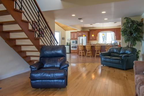 Ideal Lake Home  -  Vacation Rental - Photo 1